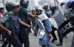 Bạo loạn đẫm máu bùng phát tại Bangladesh