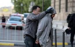 Pháp: Bắt giữ nghi can tấn công quân nhân