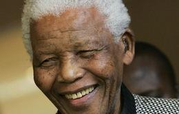 Cựu Tổng thống Nam Phi Nelson Mandela nguy kịch