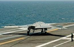 Mỹ: Hạ cánh máy bay không người lái xuống tàu sân bay