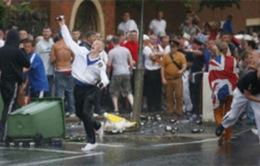Cảnh sát Bắc Ireland bị tấn công bằng bom xăng