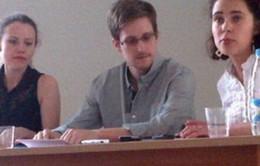 Edward Snowden nộp đơn xin tị nạn tạm thời ở Nga