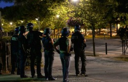 Bạo lực ngày thứ hai liên tiếp ở ngoại ô Paris