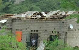 Gió lốc mạnh tốc mái nhiều nhà dân tại Cao Bằng