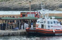 Italy cứu sống khoảng 300 người di cư gặp nạn trên biển