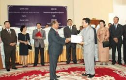 Việt Nam cứu trợ Campuchia 1.000 tấn gạo