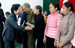 Phó Chủ tịch nước thăm đồng bào bị bão lũ ở Quảng Bình