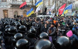 Ukraine: Cảnh sát giải tán người biểu tình khỏi các trụ sở Chính phủ