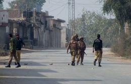 Táo tợn vụ đánh bom đoàn xe quân sự ở Pakistan