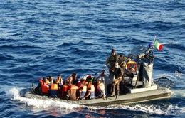 Hải quân Italy cứu sống gần 600 người di cư từ châu Phi