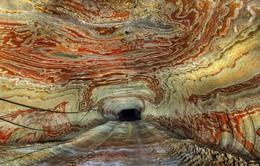 Vẻ đẹp kỳ ảo của mỏ muối bị bỏ hoang tại Nga