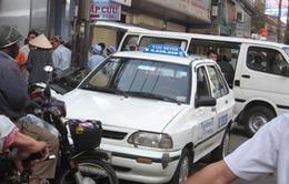 """Taxi """"dù"""" - nỗi lo khi đến Hà Nội"""