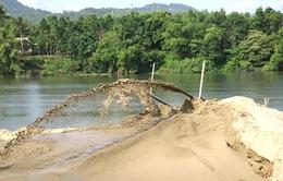 Bắt tạm giam 7 bị can trong vụ khai thác cát trái phép trên sông Hồng