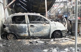 TP.HCM: Cháy lớn thiêu rụi hàng trăm ô tô và xe máy