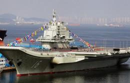 Bộ trưởng Quốc phòng Mỹ thăm tàu sân bay của Trung Quốc