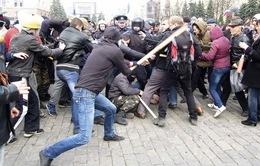 Ngoại trưởng Nga: Kiev không được sử dụng vũ lực với người biểu tình ủng hộ Nga