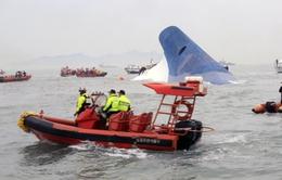 Sau 2 ngày tìm kiếm, dư luận quan tâm tới nguyên nhân tàu Sewol chìm