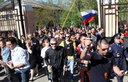 Người biểu tình ở miền Đông đòi trưng cầu dân ý về liên bang hóa Ukraine