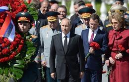 Tổng thống Nga viếng đài liệt sỹ vô danh