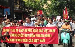 Người dân phản đối hành động của Trung Quốc ở biển Đông