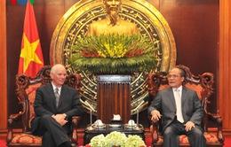 Chủ tịch Quốc hội Nguyễn Sinh Hùng tiếp Ủy ban Đối ngoại Thượng viện Mỹ