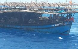 Tàu HQ 709 Hải quân cứu tàu cá ngư dân bị nạn trên biển