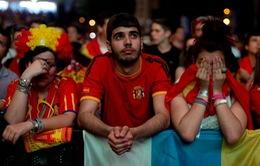Không khí trận Tây Ban Nha – Chile: Người đỉnh cao, kẻ vực sâu