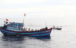 Cảnh sát Biển chống buôn lậu xăng dầu trên tuyến biển