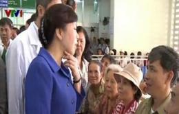 Bộ trưởng Y tế kiểm tra thủ tục khám chữa bệnh nhằm giải tải bệnh viện