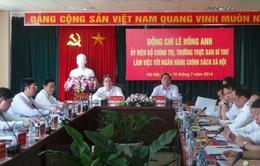 Đồng chí Lê Hồng Anh làm việc với Ngân hàng Chính sách xã hội
