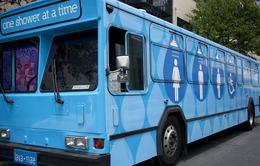 Mỹ: Nhà tắm miễn phí trên xe buýt cho người vô gia cư