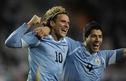 """Bản tin bóng đá sáng 10/4: Đàn anh Forlan """"xúi bậy"""" Luis Suarez bỏ Liverpool sang Man Utd"""