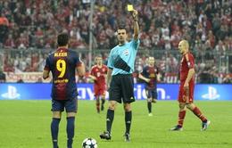 """Thua tan tác, """"phó tướng"""" Barca phàn nàn về trọng tài"""