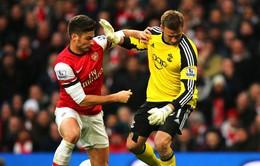 """VIDEO: Arsenal """"vượt ải"""" Southampton nhờ cú đúp của Giroud"""