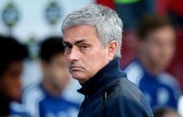 """Mourinho bị """"ném đá"""": Thắng là nhờ bản thân, thua là do cầu thủ..."""