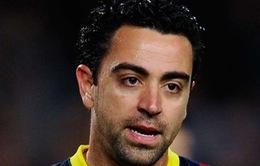 """Casillas doạ """"tẩn"""" Busquets, Xavi lên tiếng bất bình"""