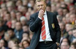"""Gary Neville: Man Utd của David Moyes đá """"chán chẳng buồn xem"""""""