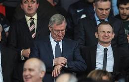 """Sir Alex """"cảm thấy buồn"""" vì cách Man Utd đối xử với David Moyes"""