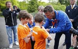 """Louis van Gaal phá vỡ sự im lặng của Man Utd bằng cách công khai """"tỏ tình"""""""