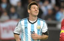"""Ronaldo """"béo"""": Messi đã là huyền thoại, cần gì World Cup!"""