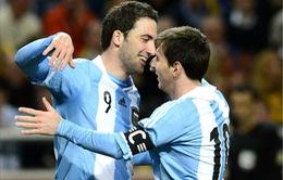 Higuain phủ nhận bị Messi lôi kéo về Barcelona