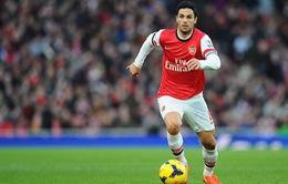 Quyết bán Vermaelen, Arsenal trao băng thủ quân cho Arteta