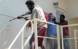 Tom Hanks và cuộc đối đầu với hải tặc Somali