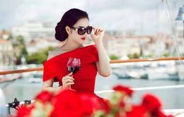 Lý Nhã Kỳ yêu kiều với váy đỏ
