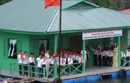 Quỹ Tấm lòng Việt trao quà cho dân nghèo làng chài Quảng Ninh
