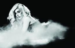 Lady Gaga thừa nhận từng nhẵn túi vì tổ chức tour Monster Ball