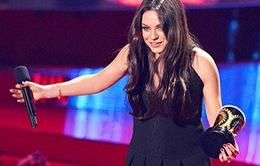 Bà bầu Mila Kunis giành giải Vai phản diện xuất sắc nhất