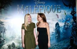 """Angelina Jolie quảng bá phim với mẫu giày """"độc"""""""
