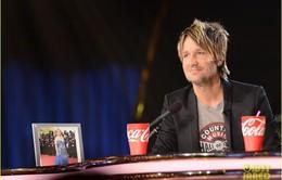 """Keith Urban """"đốn tim"""" khán giả American Idol với hành động siêu lãng mạn"""