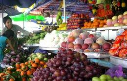 Đầu hè, nhiều loại trái cây tăng giá